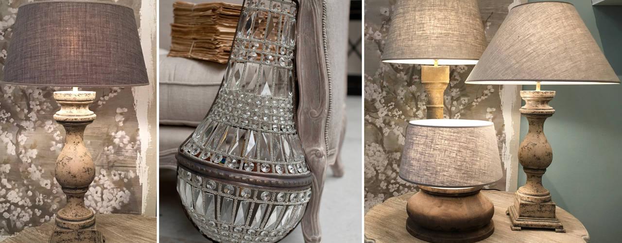 Beleuchtungskonzepte mit originellen Lampenfüßen & -Schirmen Charme de Provence Wohnzimmer im Landhausstil