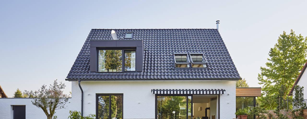Nhà gia đình by Schreinerei Fischbach GmbH & Co. KG