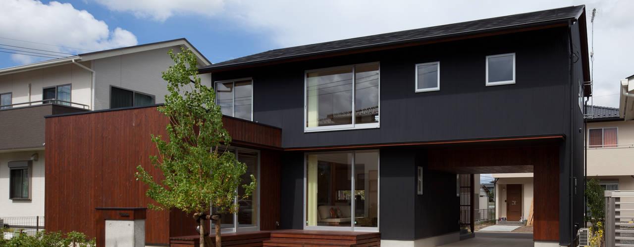 トンネルガレージの家: 株式会社 井川建築設計事務所が手掛けた家です。