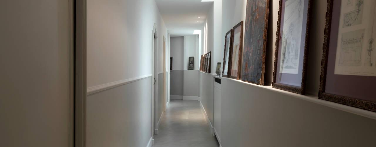 Casa a Pagano Costa Zanibelli associati Ingresso, Corridoio & Scale in stile classico Cemento Beige