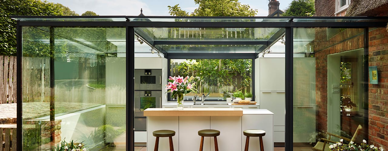 Glass box extension on thatched cottage от Kitchen Architecture Модерн