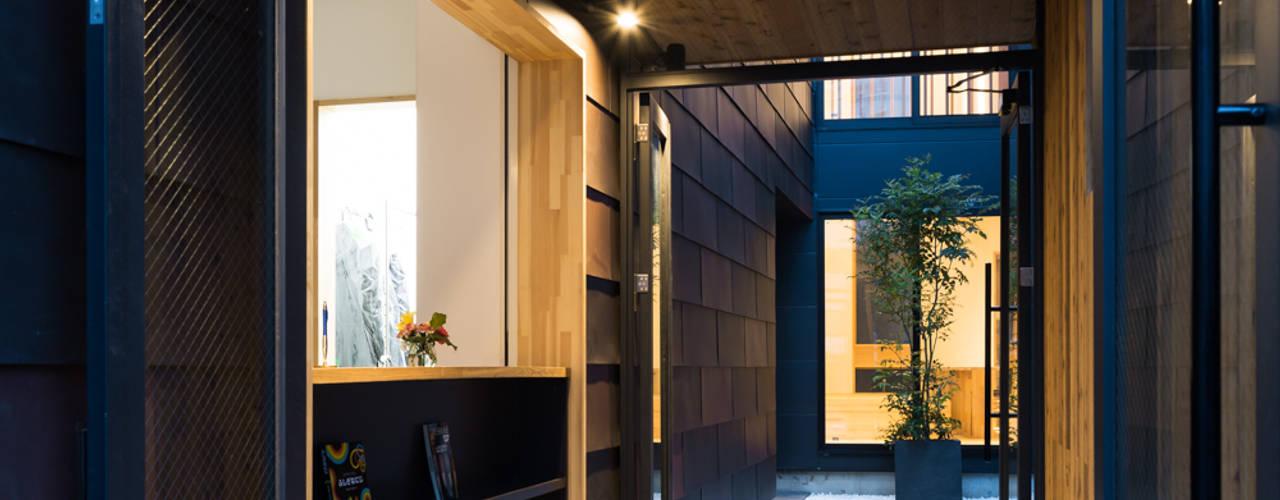 Moderner Flur, Diele & Treppenhaus von 木名瀬佳世建築研究室 Modern