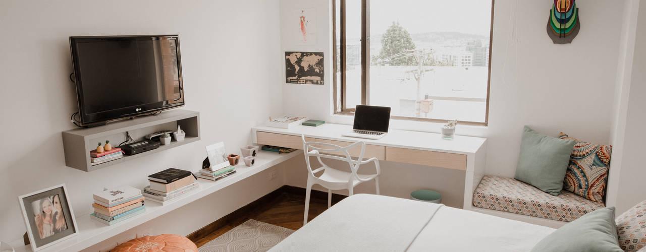 Cuarto Piña: Habitaciones de estilo  por Redesign Studio