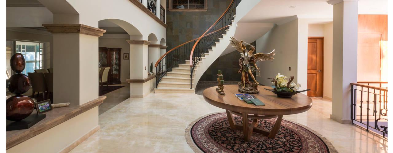 Escaleras de estilo  por Excelencia en Diseño