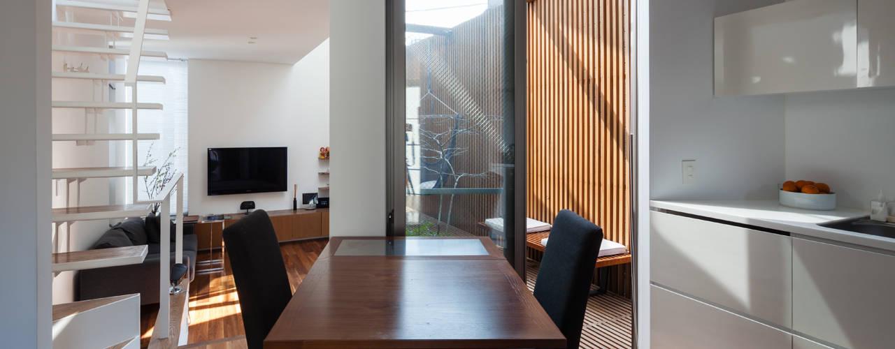 Moderne Esszimmer von 株式会社 ギルド・デザイン一級建築士事務所 Modern