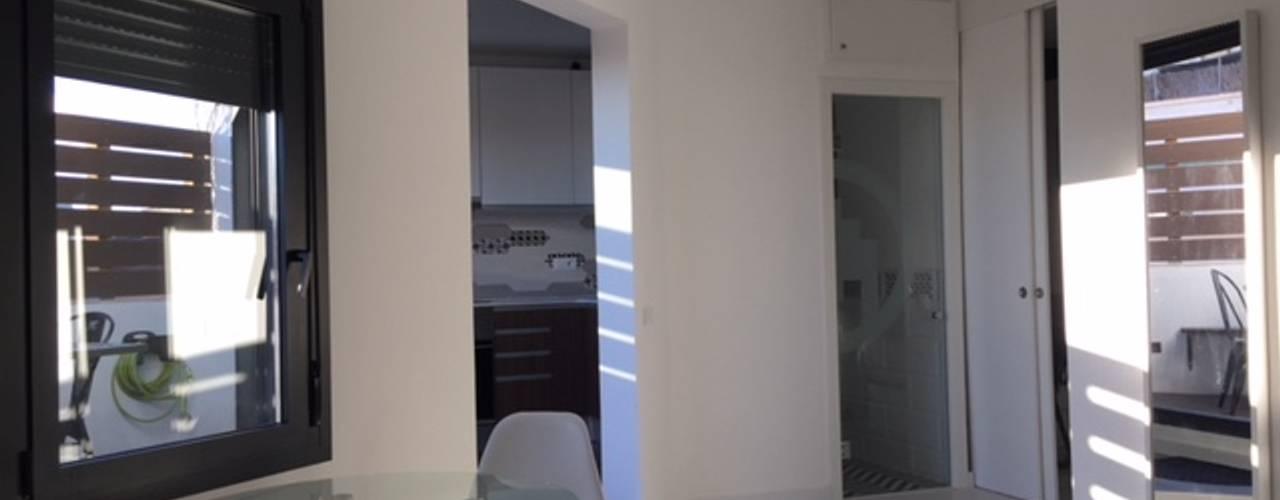 Refroma Integral de ático :  de estilo  de Reformas Barcelona Rubio , Moderno