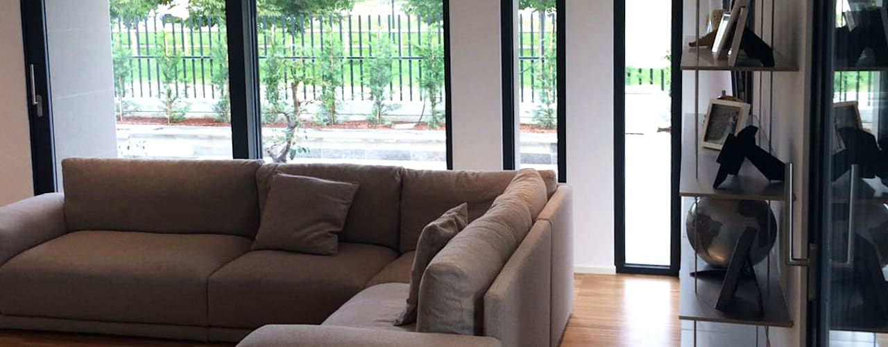 Villa moderna in legno: Soggiorno in stile  di Marlegno