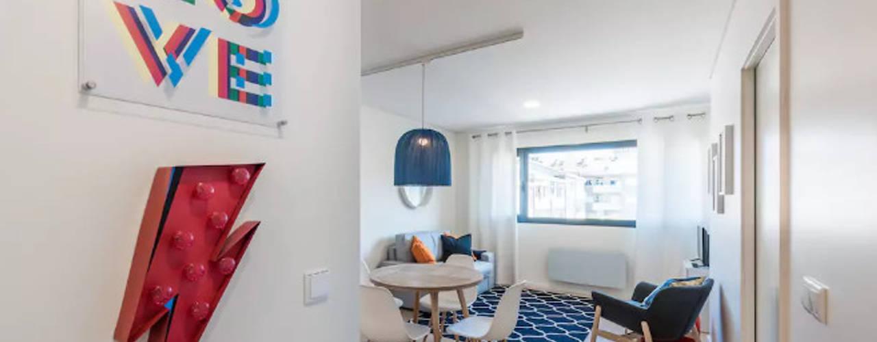 Hall de entrada / sala de jantar: Salas de jantar  por Tangerinas e Pêssegos - Design de Interiores & Decoração no Porto