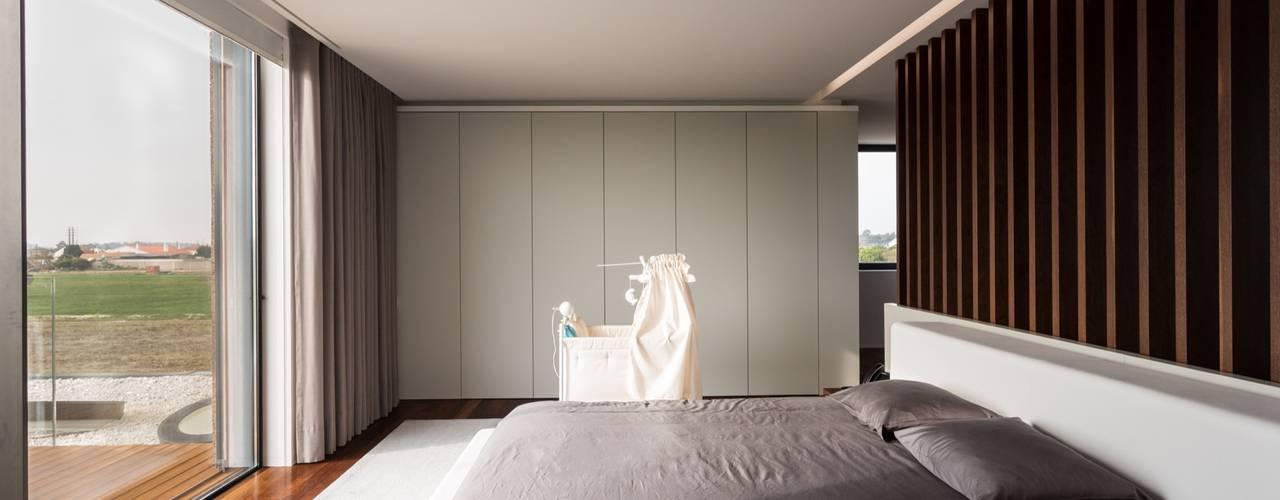 Спальни в . Автор – Risco Singular - Arquitectura Lda