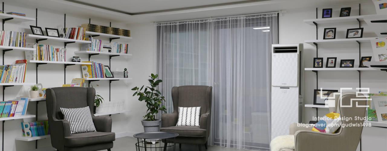 이곡동 상가주택 38평형 모던스타일 거실 by 남다른디자인 모던