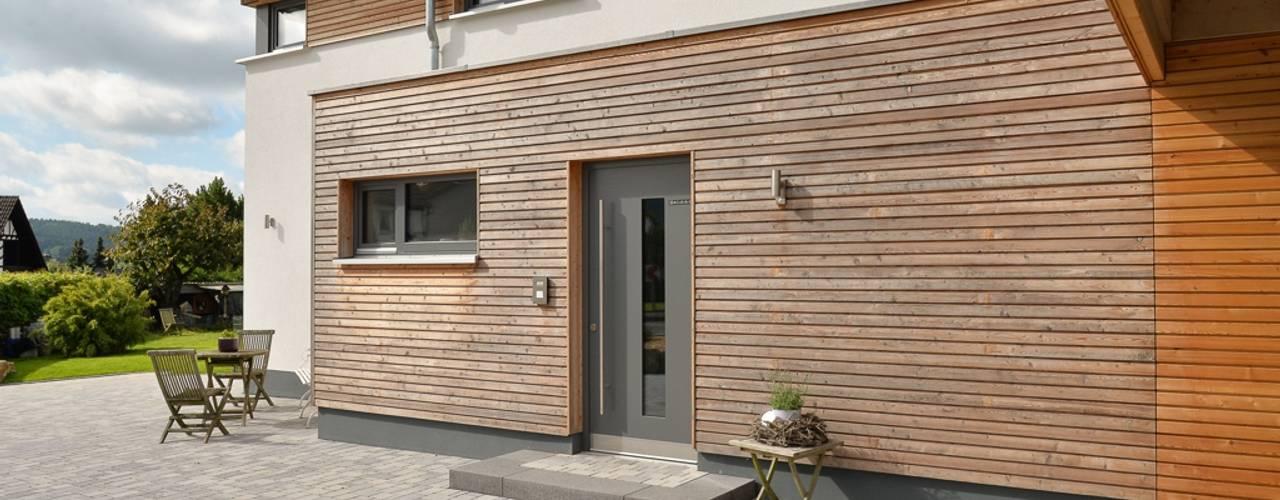 Ansicht Hauseingang:  Häuser von Herrmann Massivholzhaus GmbH