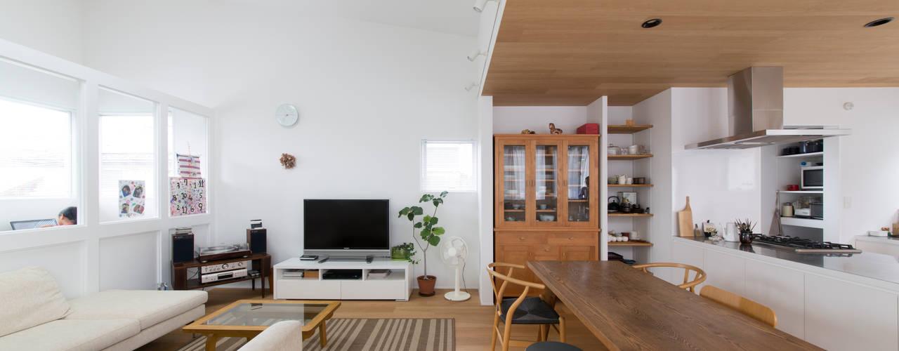 1.5階デッキのある家 ラブデザインホームズ/LOVE DESIGN HOMES 北欧デザインの リビング