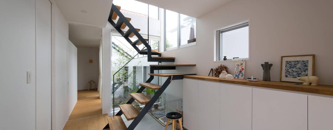 1.5階デッキのある家 北欧スタイルの 玄関&廊下&階段 の ラブデザインホームズ/LOVE DESIGN HOMES 北欧