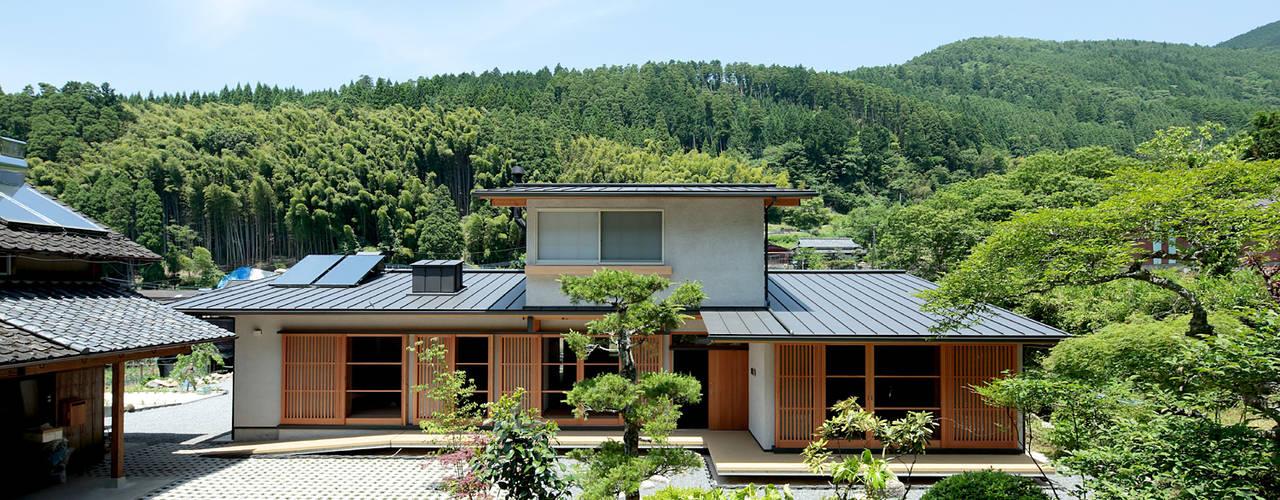 마을의 집 ~ 구스 만년 산 기슭 결실 거주 ~ 스칸디나비아 주택 by 山道勉建築 북유럽