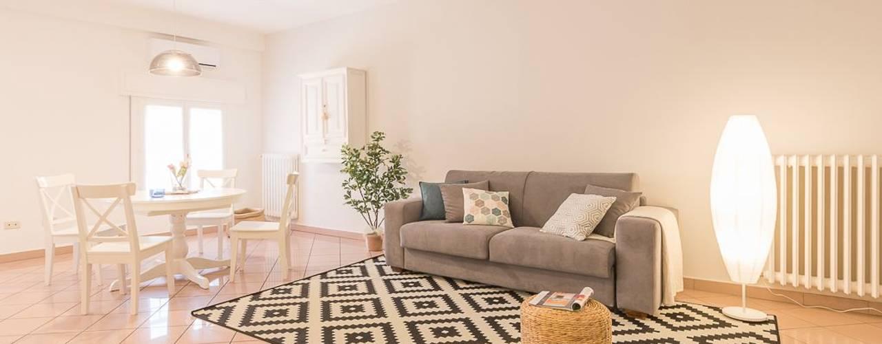 غرفة المعيشة تنفيذ Anna Leone Architetto Home Stager