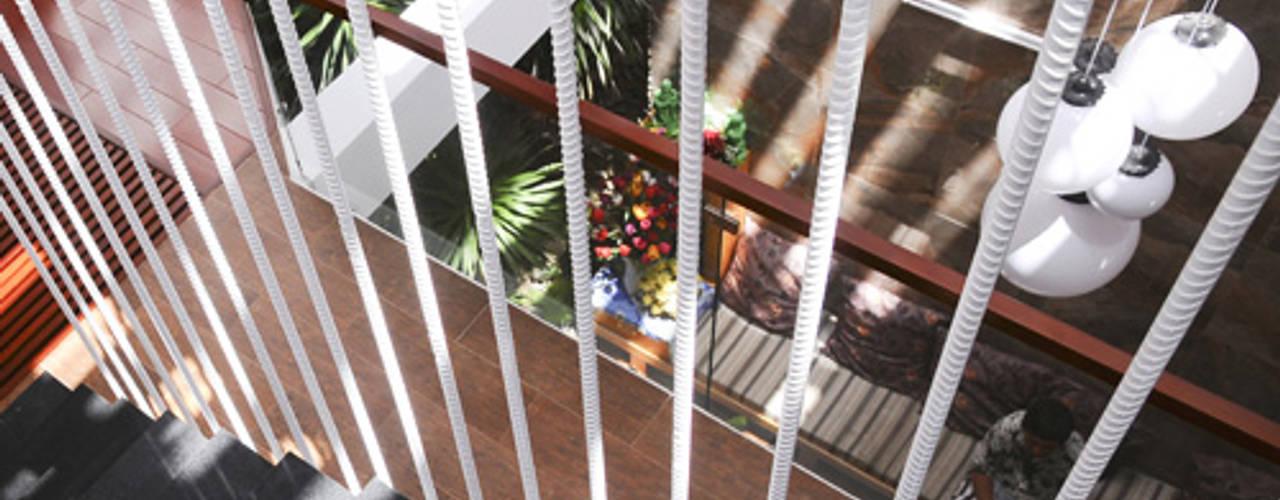 Thiết Kế Nhà Ống 3 Tầng Hướng Nội, Chan Hòa Với Thiên Nhiên Công ty TNHH Xây Dựng TM – DV Song Phát Cầu thang