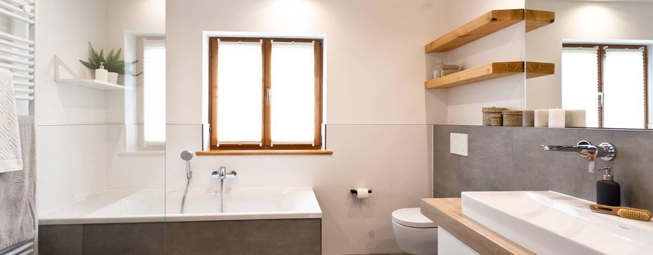 Schickes Badezimmer Mit Viel Holz : Rustikale Badezimmer Von Banovo GmbH