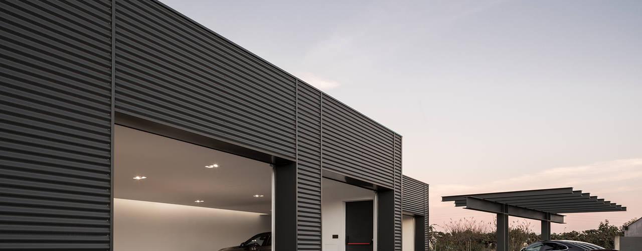 Garagem Privada PAULO MARTINS ARQ&DESIGN Garagens e arrecadações minimalistas