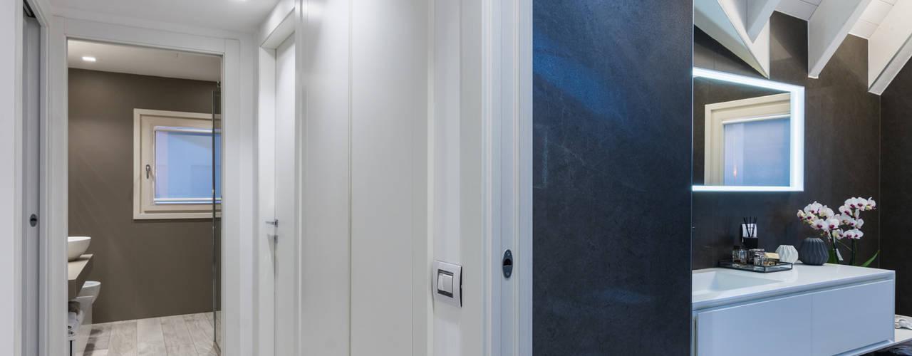 現代風玄關、走廊與階梯 根據 ZEROPXL | Fotografia di interni e immobili 現代風