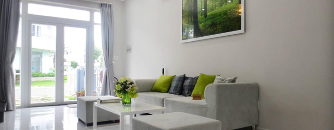 Vật liệu kính thường đem đến không gian thoáng đãng.:  Phòng khách by Công ty TNHH Thiết Kế Xây Dựng Song Phát