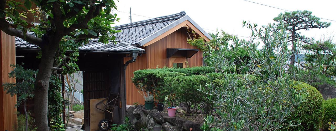 現代房屋設計點子、靈感 & 圖片 根據 丸菱建築計画事務所 MALUBISHI ARCHITECTS 現代風