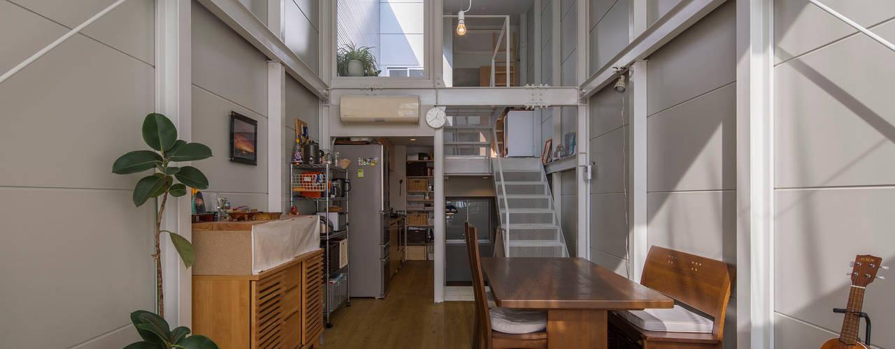 Kakko House 根據 山本嘉寛建築設計事務所 yyaa 工業風