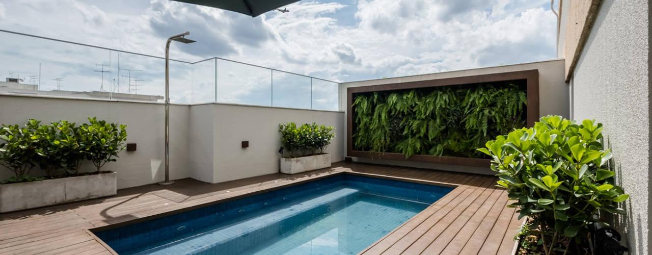 Modern terrace by Macro Arquitetos Modern