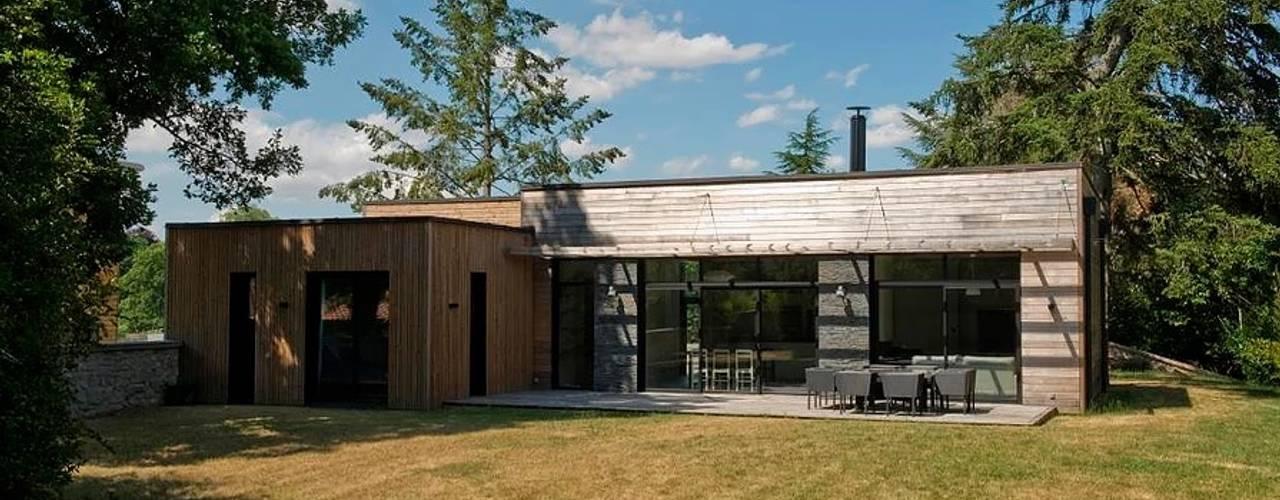 EC-Bois | Maison Aubry | Montfort l'Amaury: Chalets & maisons en bois de style  par EC-BOIS
