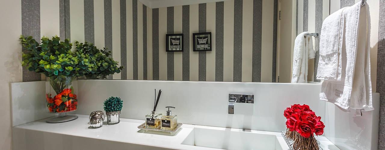 Apartamento Renaissence Banheiros minimalistas por DUE Projetos e Design Minimalista