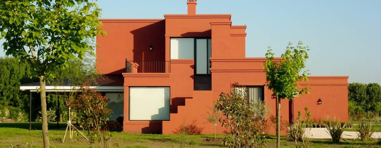 Diseño y Construcción de Casa en Haras San Pablo por Estudio Dillon Terzaghi Arquitectura: Casas de campo de estilo  por Estudio Dillon Terzaghi Arquitectura - Pilar