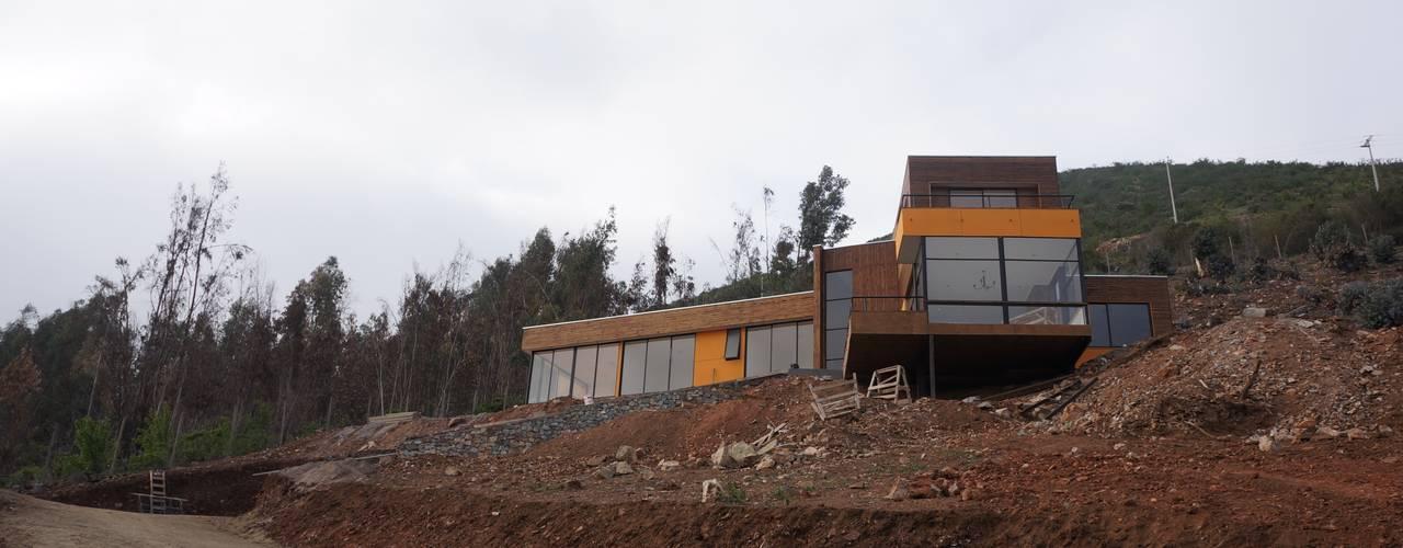 Vista a fachada.: Parcelas de agrado de estilo  por Uno Arquitectura