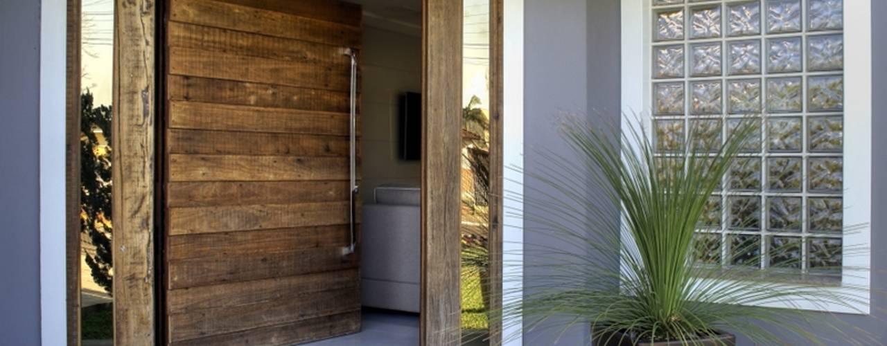 Maciel e Maira Arquitetos Двері дерев'яні
