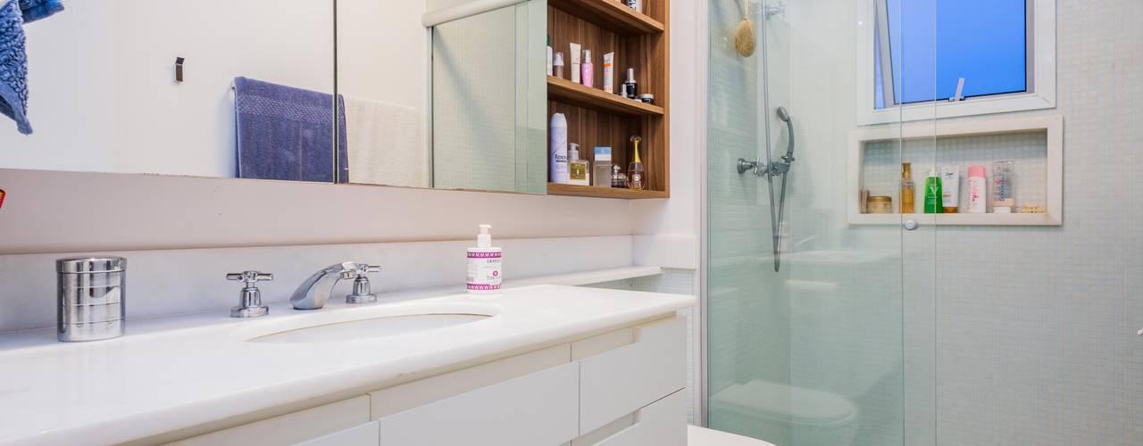 okna arquitetura Modern bathroom Tiles White