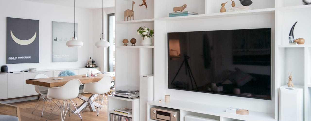 GANTZ - Wohnwand mit integriertem Fernseher und HiFi: modern  von GANTZ - Regale und Einbauschränke nach Maß,Modern