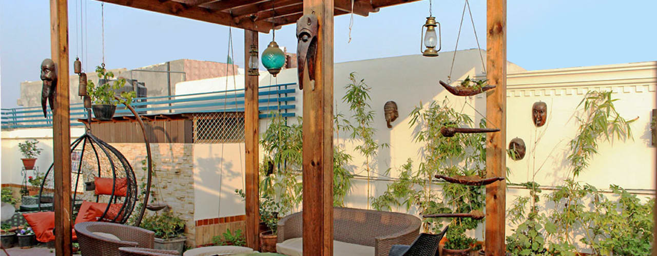 Terrace Garden at Defence Colony: rustic Garden by Grecor