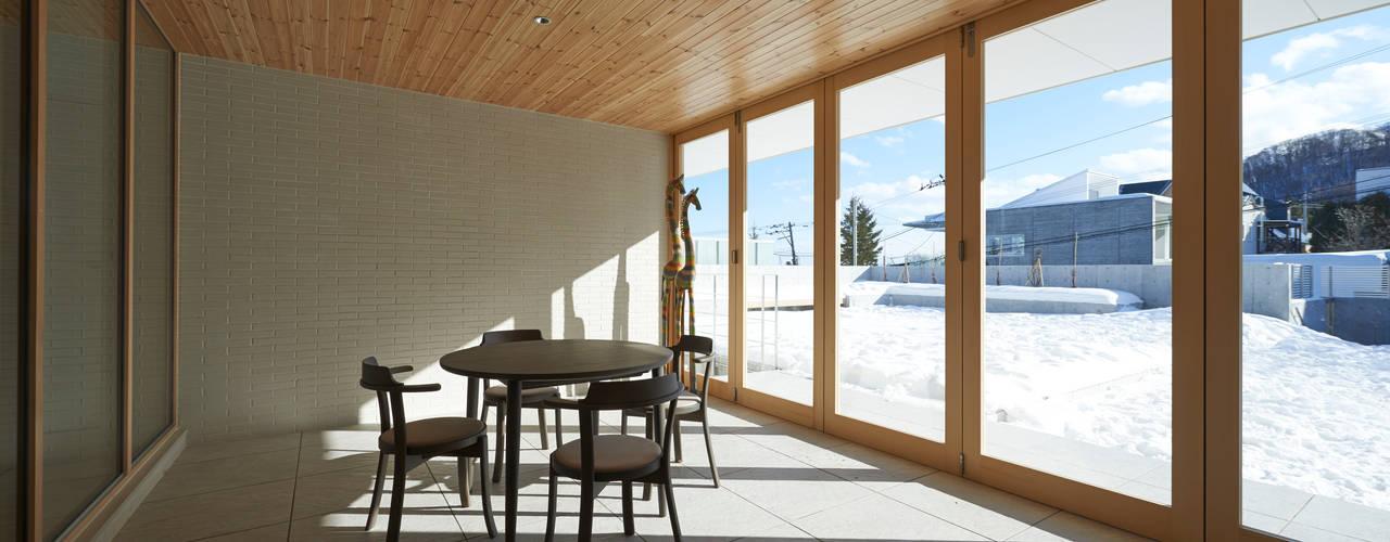 FSMR: アトリエモノゴト 一級建築士事務所が手掛けたサンルームです。