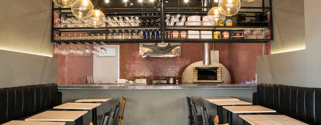 Espaços gastronômicos rústicos por CASA DINAMICA | Arquitectos de Interiores | Bogotá Rústico