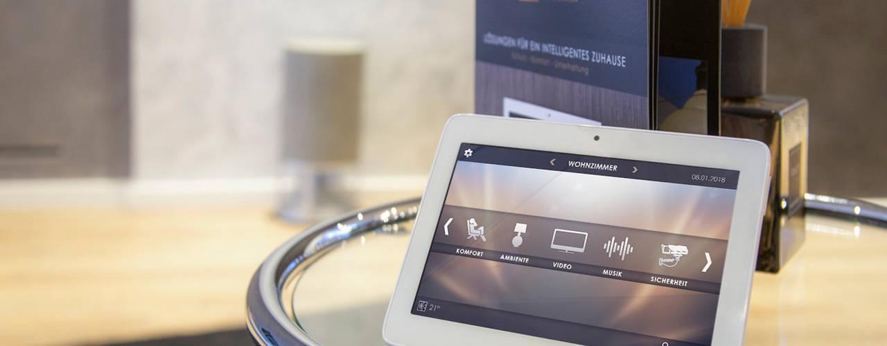 Unser Smart Home Showroom in Düsseldorf von on-Home KG Minimalistisch