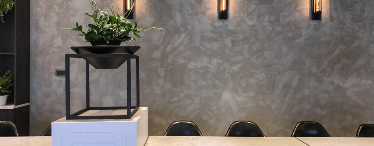 慧智精微成型科技-員工餐廳設計規劃案:  牆面 by 見和空間設計,
