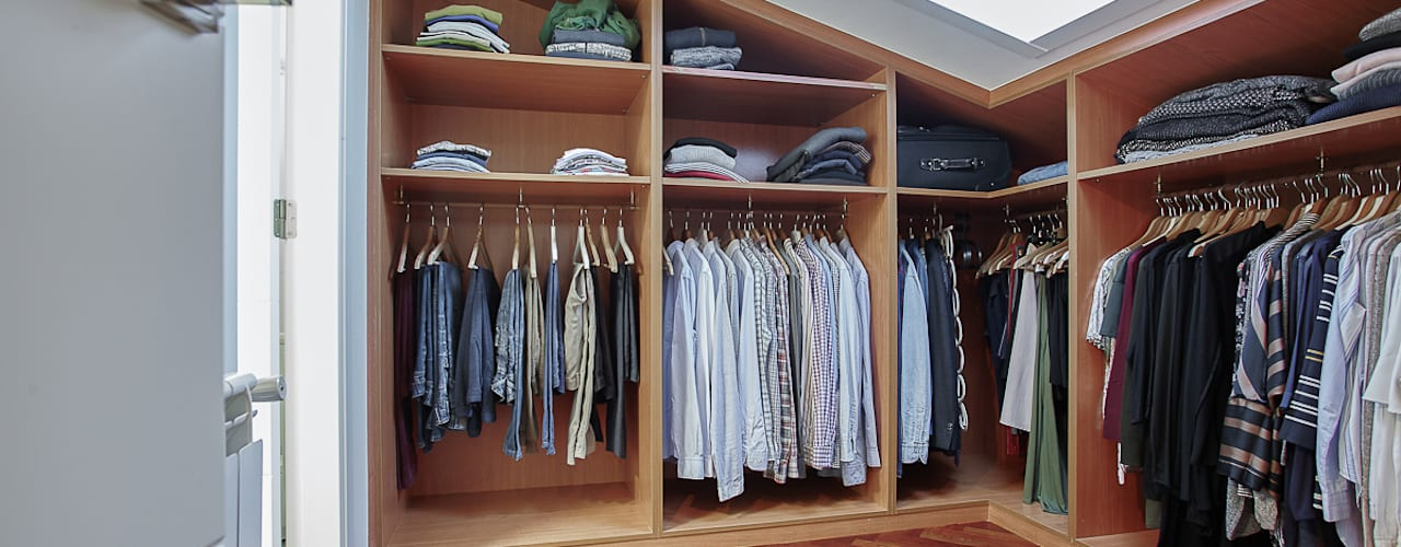 Closets de estilo moderno de CCVO Design and Staging Moderno
