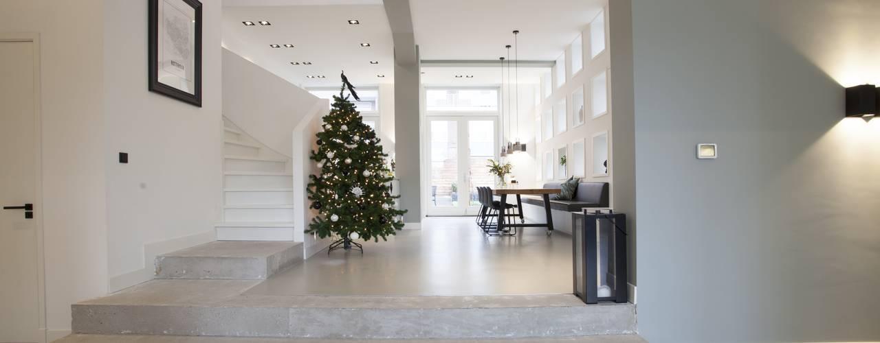 Escalier de style  par Thijssen Verheijden Architecture & Management, Moderne