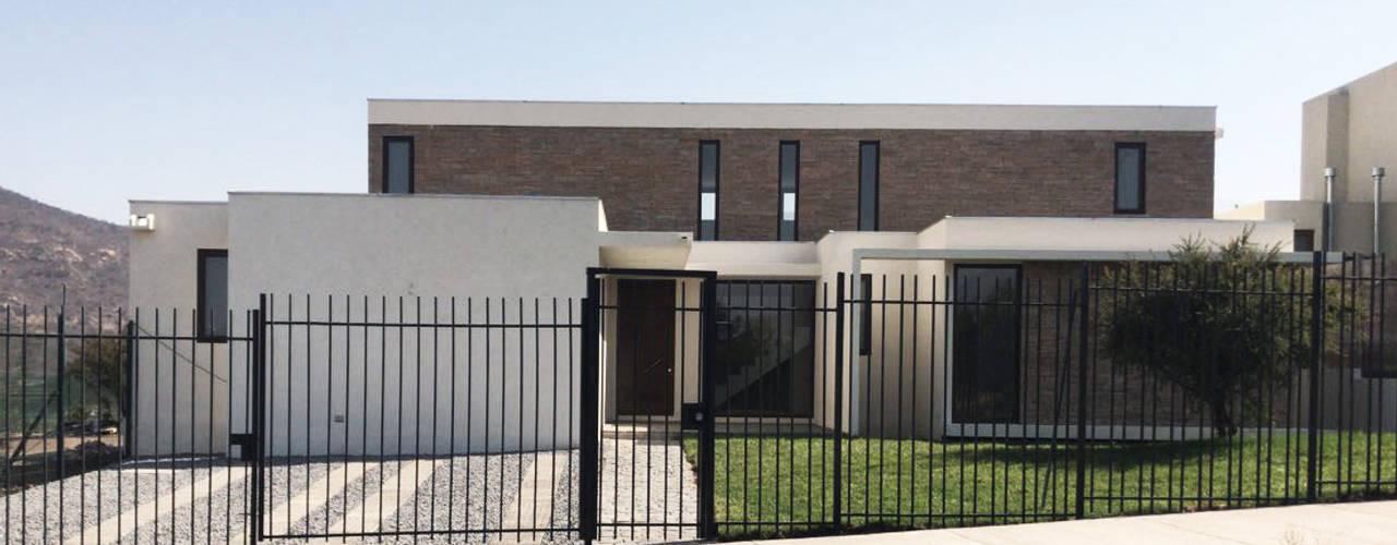 Casa Los Rios - Piedra Roja proyecto arquitek Casas unifamiliares Aglomerado Beige