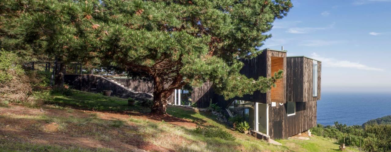Casa Curaumilla: Casas de madera de estilo  por Crescente Böhme Arquitectos