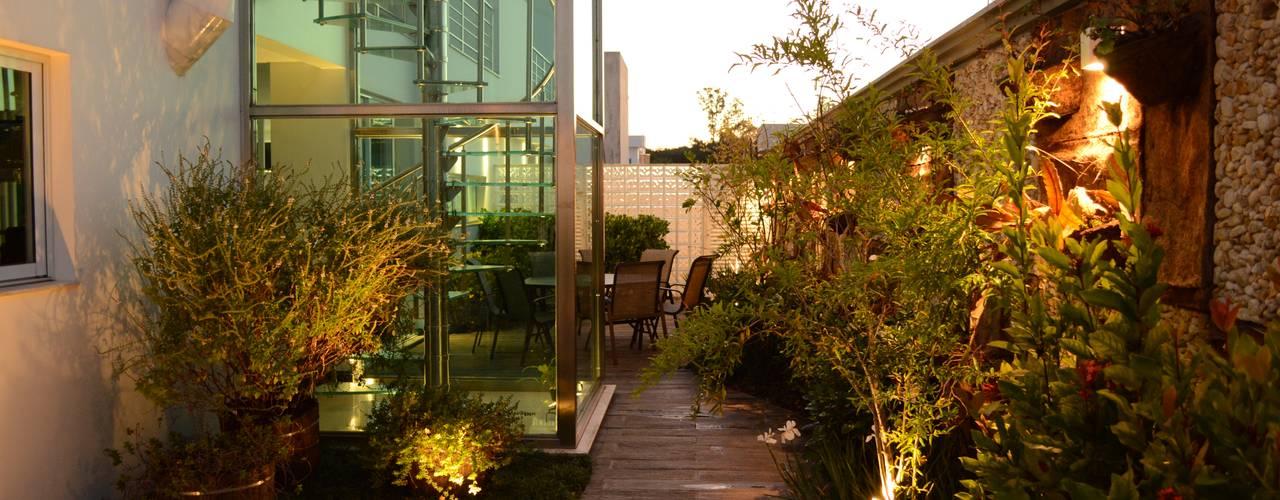 Conjunto residencial de estilo  por Rodrigo Luco Arquitetura