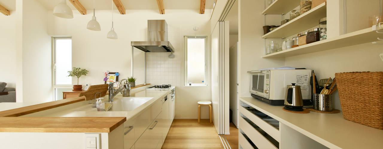 高低差を利用した 眺望最高なパッシブハウス タイコーアーキテクト キッチン収納 白色