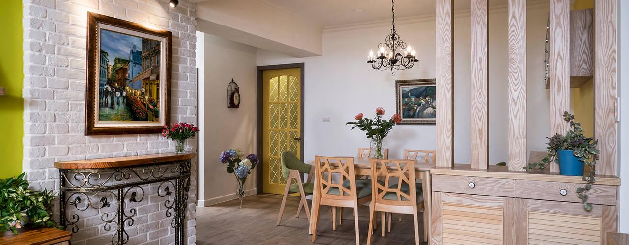 市區45年老屋華麗轉身 恬靜鄉村風 乡村风格的走廊,走廊和楼梯 根據 采荷設計(Color-Lotus Design) 鄉村風