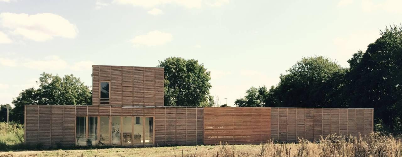 Maison en ossature bois: Maison individuelle de style  par SAS Atelier INTI Architecture, Moderne