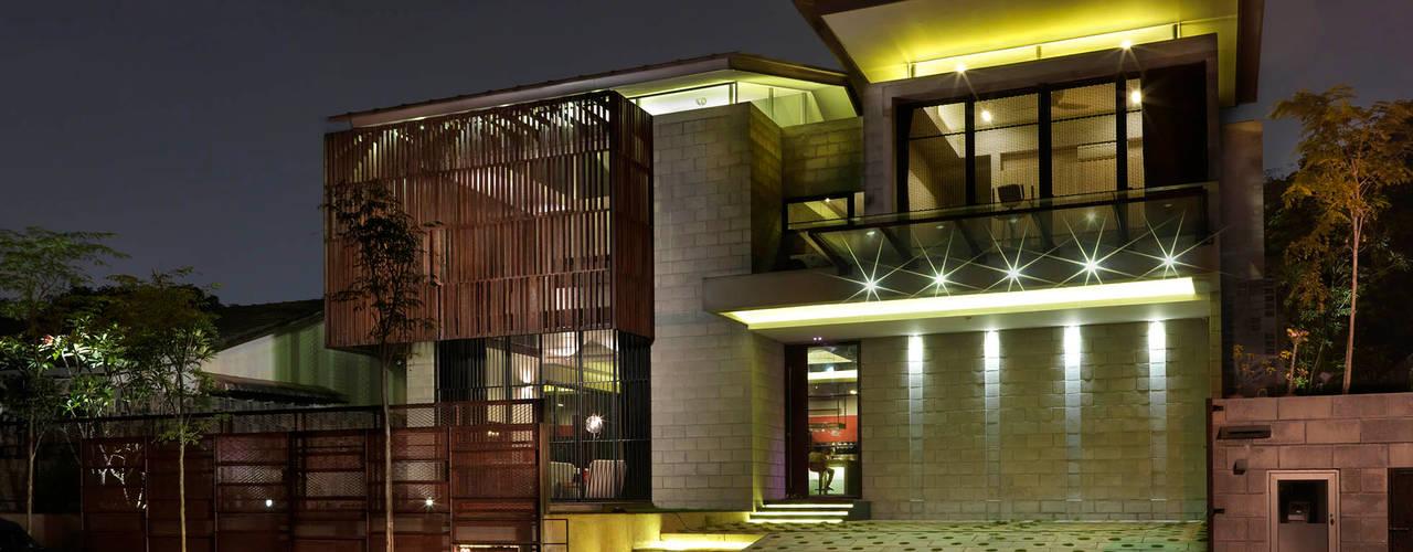 Kampung Tunku House - Sustainable & Budget Friendly Design Modern houses by MJ Kanny Architect Modern