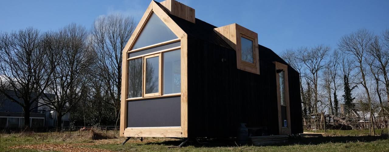 Tiny House 1.0: modern  door Studio D8, Modern