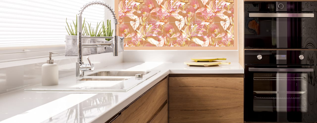 Shiny Glass Tiles Built-in kitchens